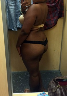 Big booty ebony girlfriend shows her..