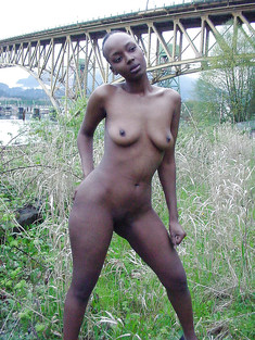 Nude afro sluts flashing their black..